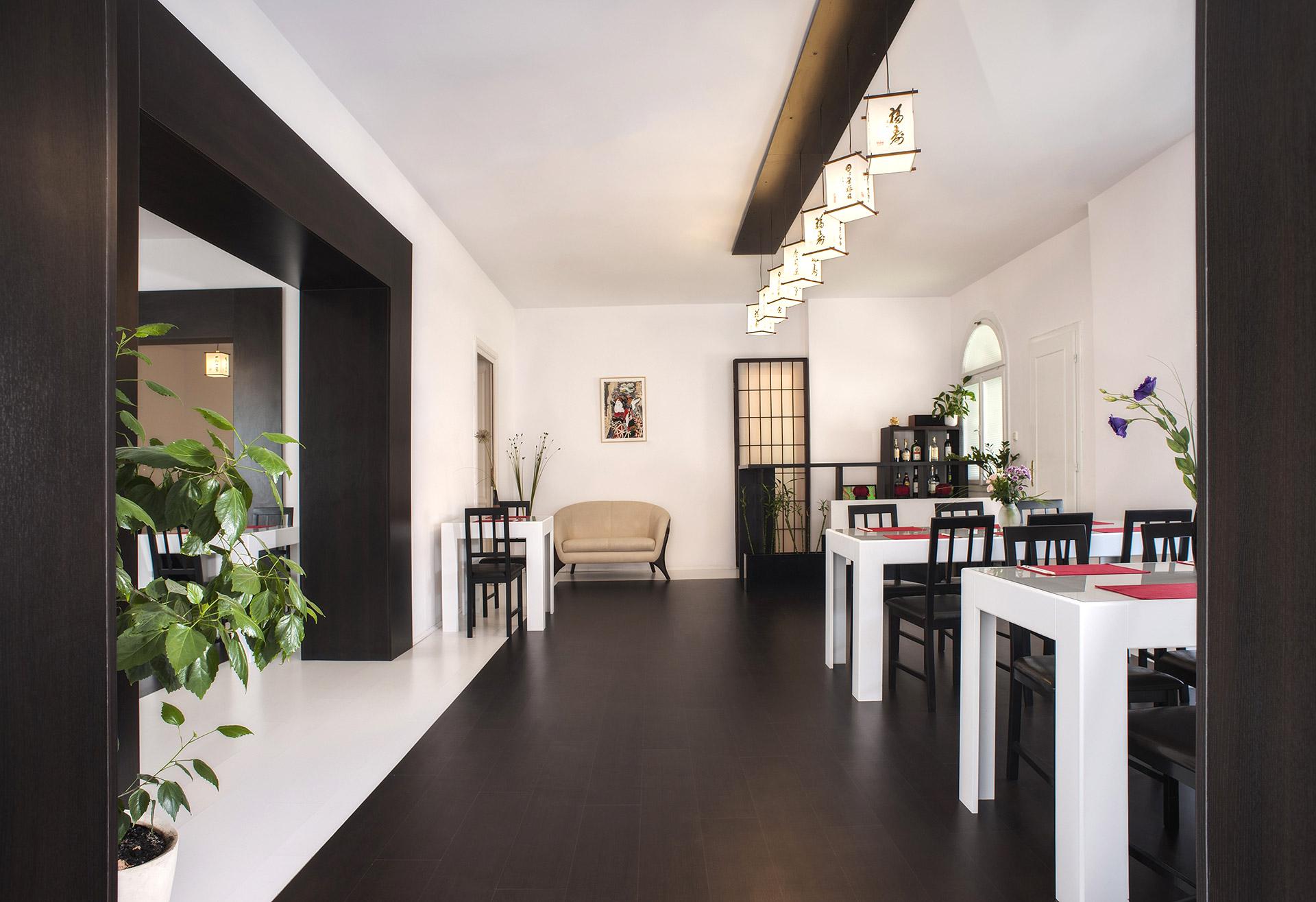 O-ZEN Portfolio Sushi Ya Innendesign Raum mit Tische und Stühle Massarbeit
