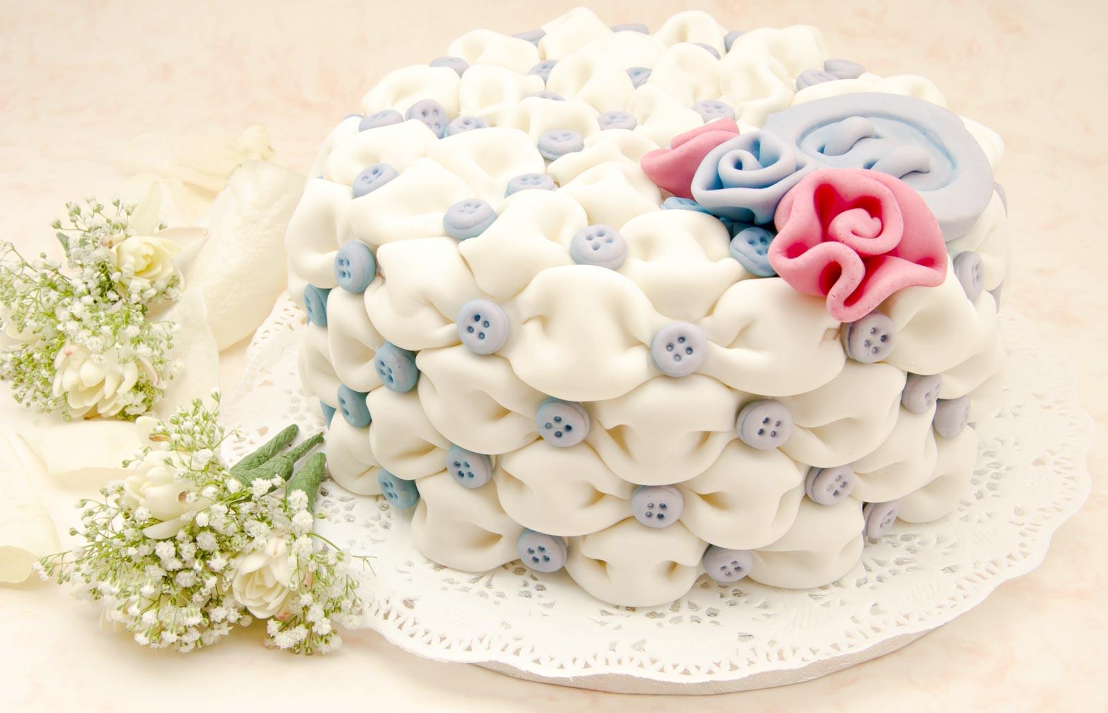 O-ZEN Portfolio Tortenmanufaktur Aachen weisse Pompon Torte