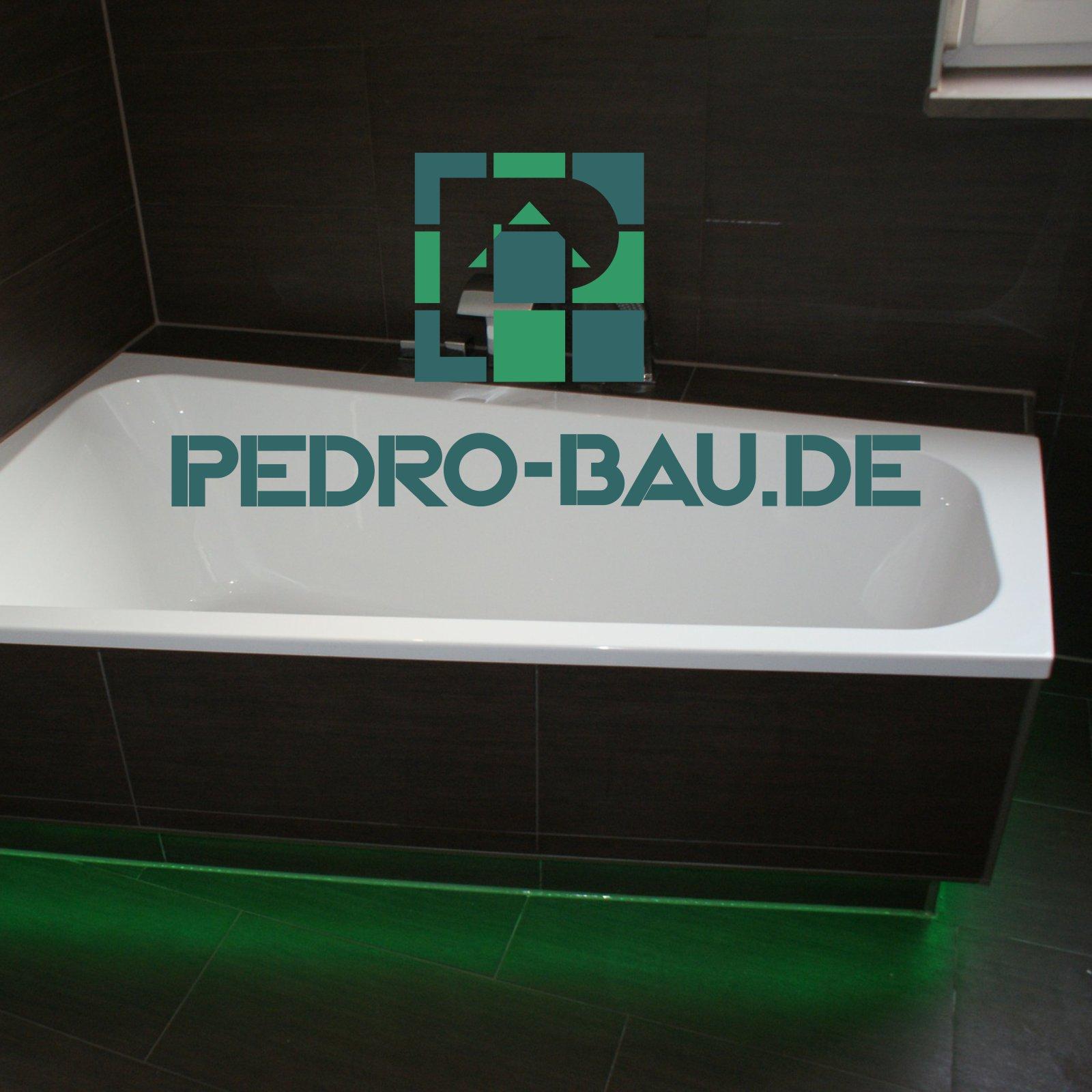 O-ZEN Portfolio Pedro Bau Auschnitt Webseite pedrobau.de - eine Badewanne mit grünem Licht