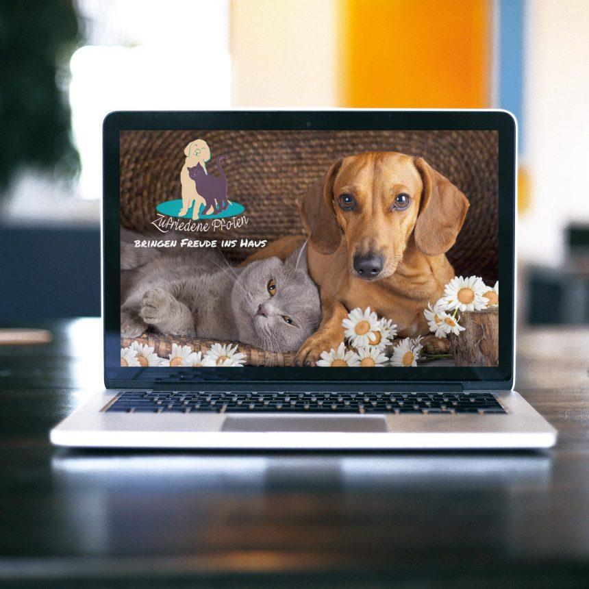 Internetseite zufriedenepfoten.de auf laptop Bildschirm